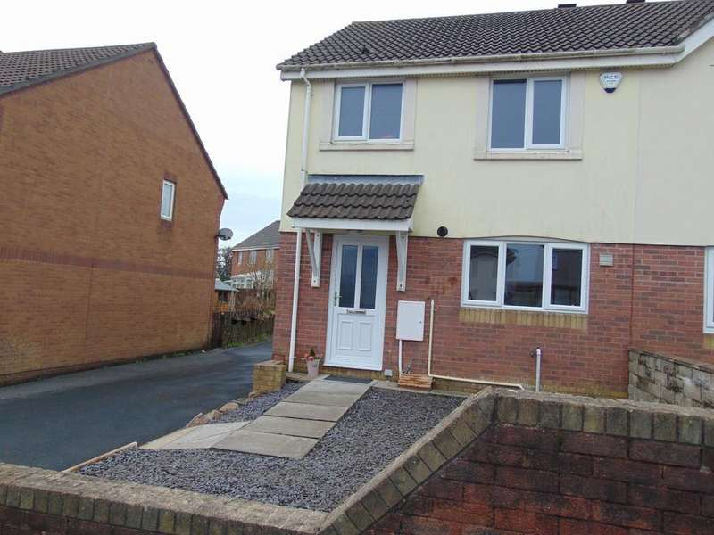 3 Bedrooms Semi Detached House for sale in Hendre Road, Llangennech