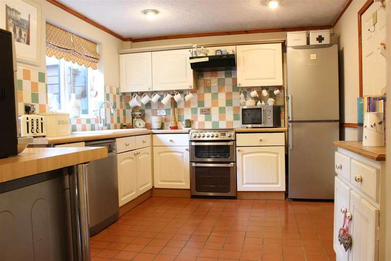3 Bedrooms Terraced House for sale in Trent Lane, South Clifton, Newark