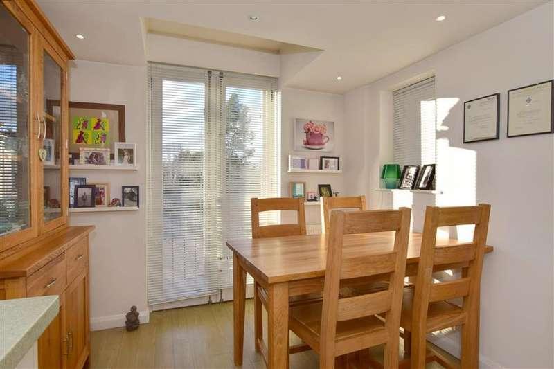 3 Bedrooms Town House for sale in Acott Fields, Yalding, Maidstone, Kent