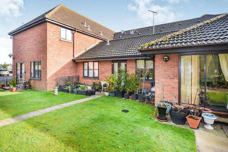 1 Bedroom Retirement Property for sale in Priory Park, Clacton-On-Sea