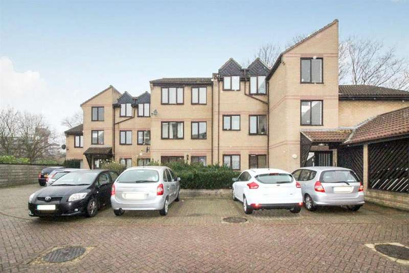 1 Bedroom Flat for sale in Mapleleaf Court, Waltham Cross, Herts, EN8