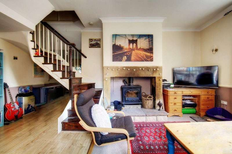 2 Bedrooms Terraced House for sale in North Terrace, Newcastle upon Tyne, NE2