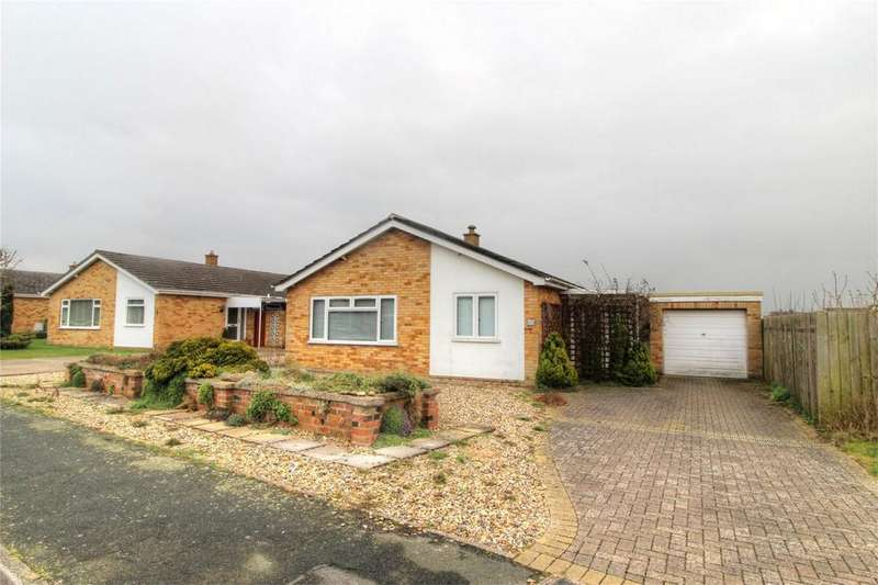 3 Bedrooms Detached Bungalow for sale in Cedar Drive NR17 2EX, ATTLEBOROUGH, Norfolk