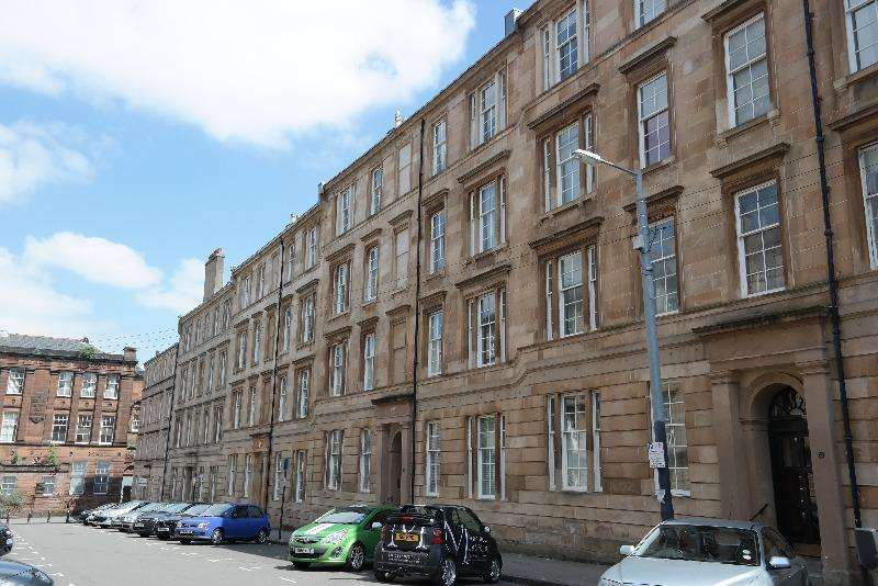 3 Bedrooms Flat for rent in Willowbank Street, Woodlands, Glasgow, G3 6LZ
