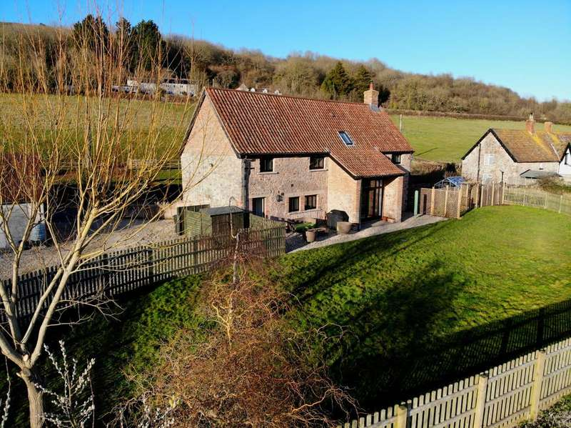 3 Bedrooms Barn Conversion Character Property for sale in Barn conversion with land in Compton Bishop