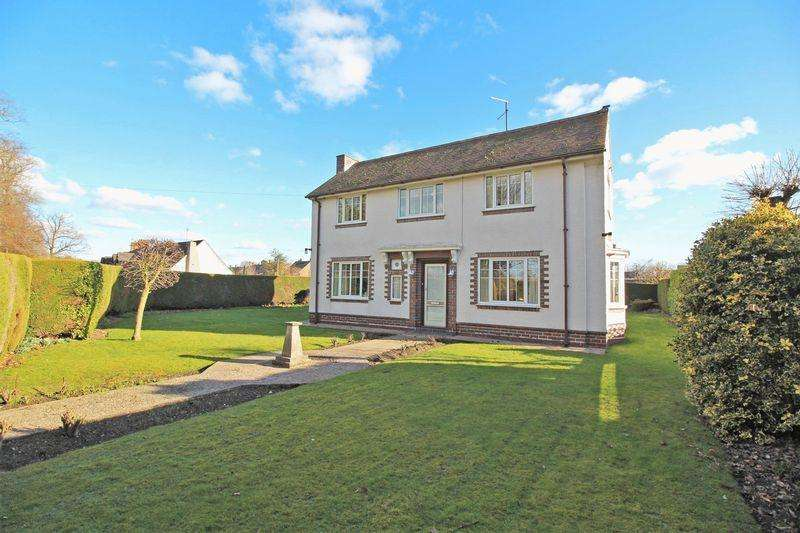 4 Bedrooms Detached House for sale in Station Avenue, Chirk