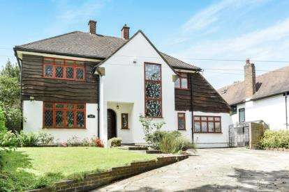 3 Bedrooms Detached House for sale in Crab Hill, Beckenham