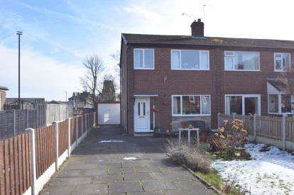 3 Bedrooms End Of Terrace House for sale in Carlton Avenue, Pudsey, West Yorkshire