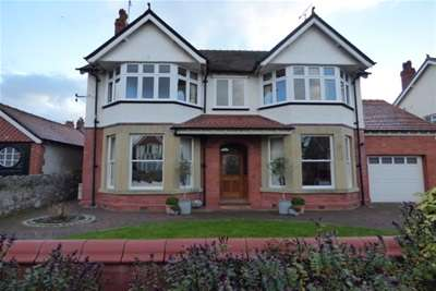 5 Bedrooms Property for rent in Wynn Avenue, Old Colwyn
