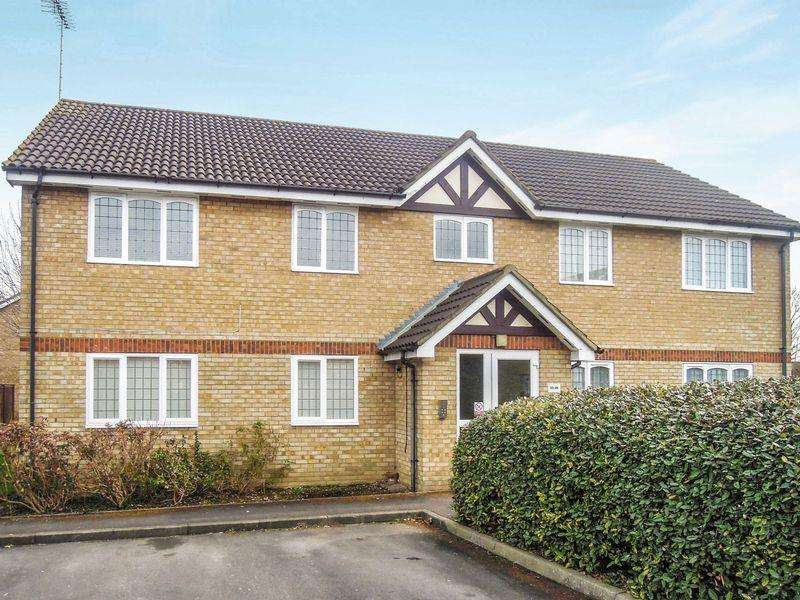 2 Bedrooms Flat for sale in Rockall Court, Langley