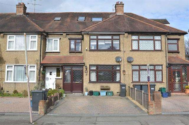 3 Bedrooms Terraced House for sale in Chipstead Valley Road, Coulsdon