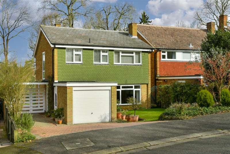 4 Bedrooms Detached House for sale in Cumbrae Gardens, Surbiton
