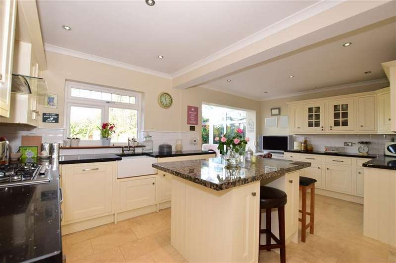 3 Bedrooms Bungalow for sale in Dene Drive, New Barn, Longfield, Kent