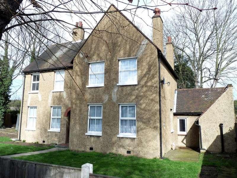4 Bedrooms Detached House for rent in London Road, Purfleet, Essex