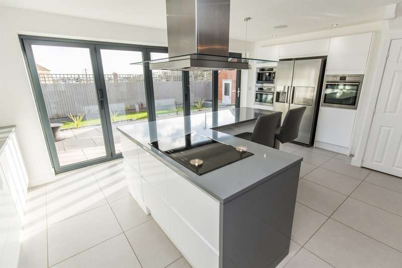 5 Bedrooms Detached House for sale in Wentloog Rise, Castleton, Cardiff