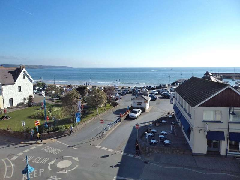 2 Bedrooms Flat for sale in Flat 12, Beddoes Court, Milford Street, Saundersfoot