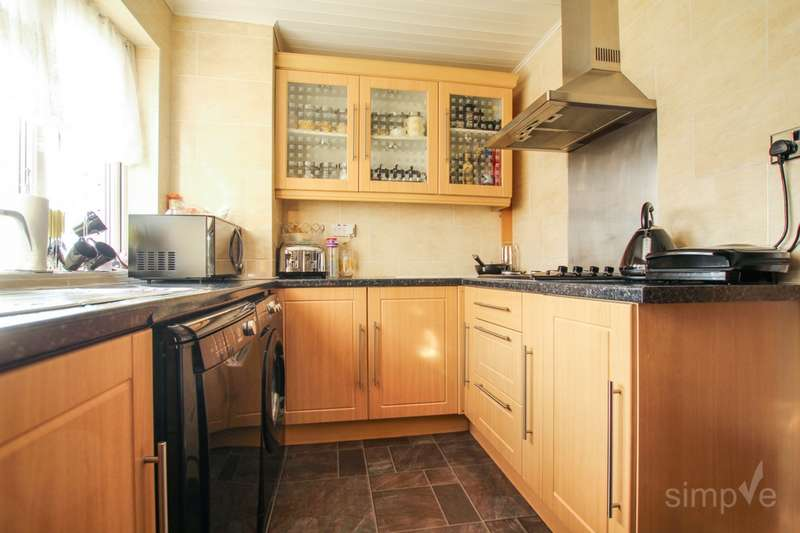 2 Bedrooms Flat for sale in Croyde Avenue, Hayes, UB3