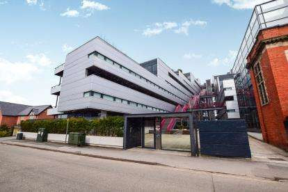 2 Bedrooms Flat for sale in Woodfield Road, Altrincham, Greater Manchester