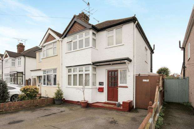 3 Bedrooms Semi Detached House for sale in New Haw, Surrey