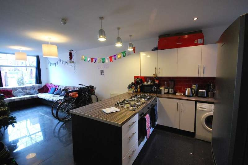 7 Bedrooms Terraced House for rent in Monica Grove, Fallowfield, Manchester, M19 2BN