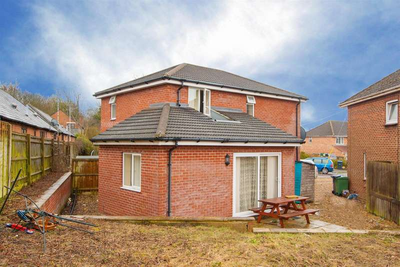3 Bedrooms Detached House for sale in Templars Firs, Royal Wootton Bassett. SN4
