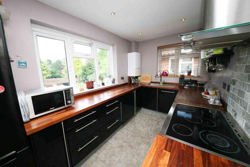 2 Bedrooms Maisonette Flat for sale in Pennylets Green, Stoke Poges, Buckinghamshire, SL2
