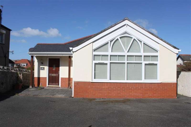 3 Bedrooms Detached House for sale in St Margarets Drive, Craig Y Don, Llandudno, Conwy