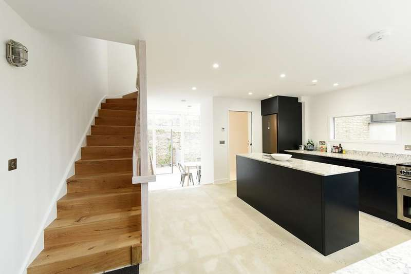 3 Bedrooms House for sale in Penshurst Road, Victoria Park, London