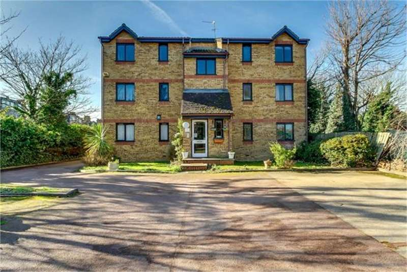 2 Bedrooms Flat for sale in Cornmow Drive, London