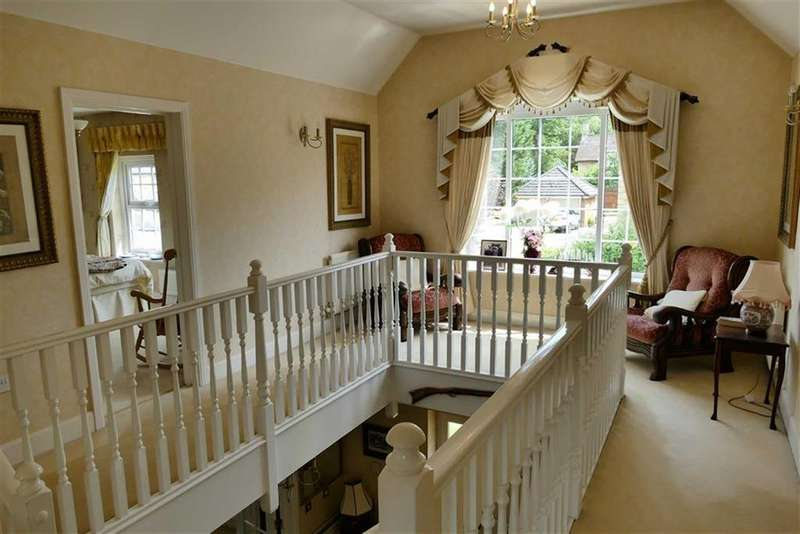5 Bedrooms Detached House for sale in Lake View, Quemerford