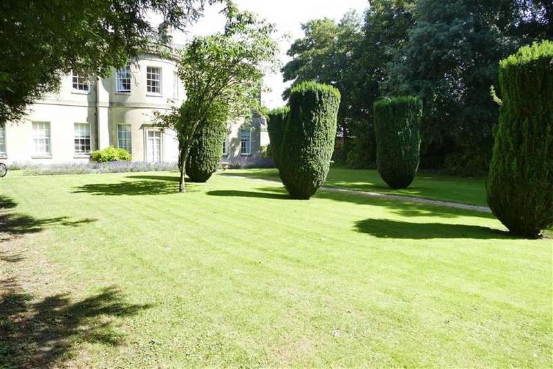 2 Bedrooms Maisonette Flat for sale in Castle House, Castle Street, Calne