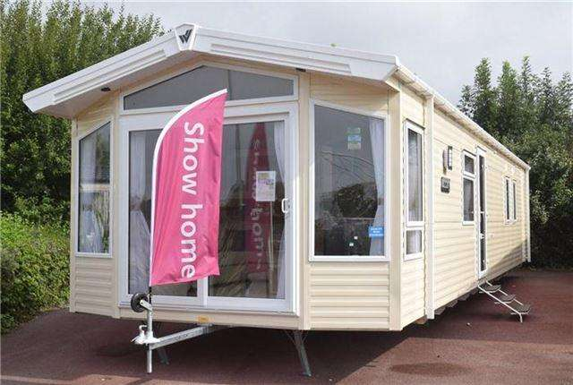 3 Bedrooms Park Home Mobile Home for sale in Church Lane, Pagham, West Sussex.