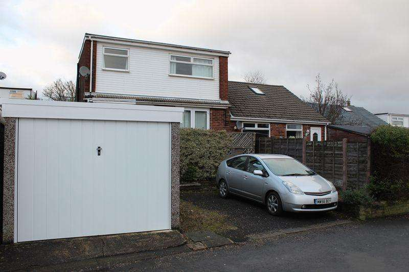 4 Bedrooms Semi Detached House for sale in Tunshill Grove, Milnrow, Rochdale, OL16 3DY