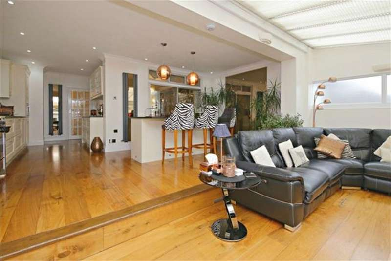 4 Bedrooms Semi Detached House for sale in Oxgate Gardens, London