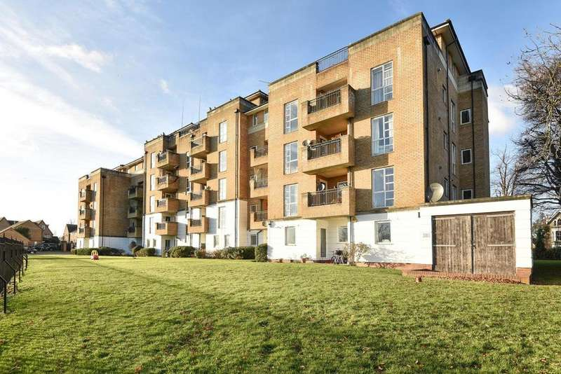 2 Bedrooms Flat for sale in Sparkford Gardens, Friern Barnet