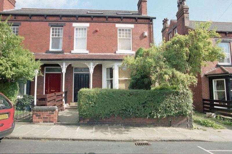 8 Bedrooms Terraced House for sale in St Michaels Terrace, Headingley, Leeds, LS6