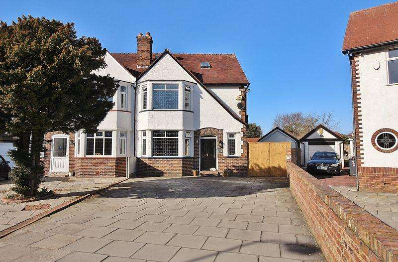5 Bedrooms Semi Detached House for sale in Blundell Crescent, Hillside