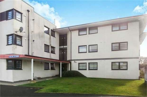 2 Bedrooms Flat for sale in Whiteside Court, Bathgate, West Lothian