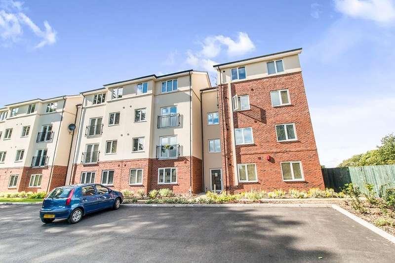 2 Bedrooms Flat for rent in Holly Way, Leeds, LS14