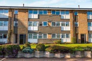 2 Bedrooms Flat for sale in Chatsworth Road, Croydon