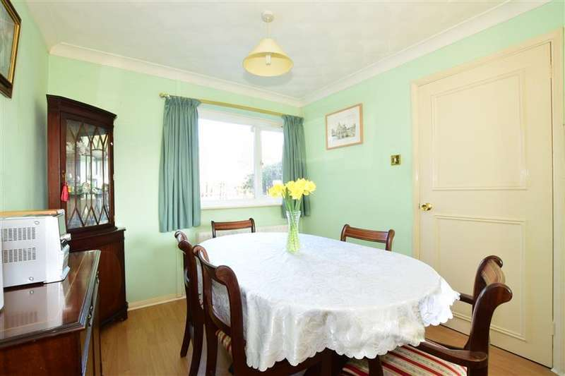 3 Bedrooms End Of Terrace House for sale in Walton Close, Waterlooville, Hampshire