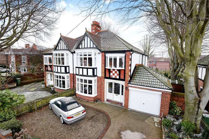 4 Bedrooms Semi Detached House for sale in Augusta Street, Grimsby, DN34