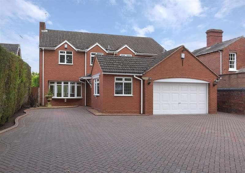 4 Bedrooms Detached House for sale in Norton Road, Stourbridge