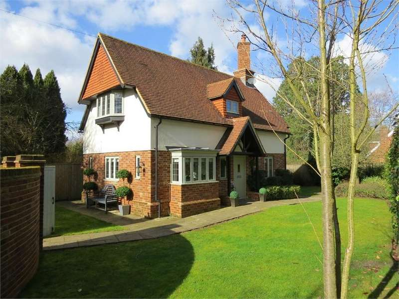 3 Bedrooms Detached House for rent in Old Manor Lane, Chilworth, Guildford, Surrey