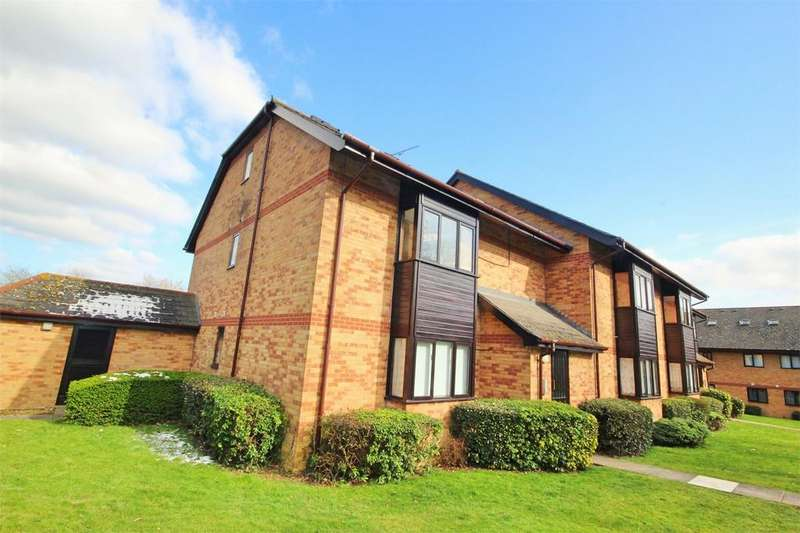 2 Bedrooms Flat for sale in Cavendish Gardens, CHELMSFORD, Essex