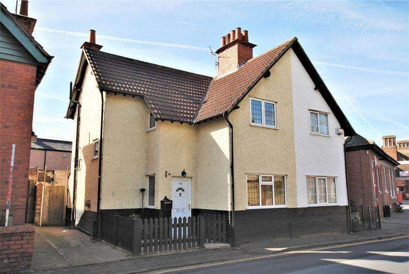 2 Bedrooms Semi Detached House for sale in Ford Road, Upton