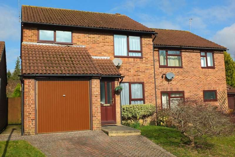 3 Bedrooms House for sale in Fields End Close, Haywards Heath, RH16