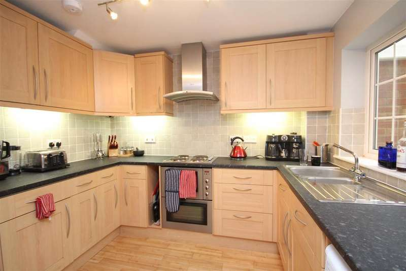 3 Bedrooms Semi Detached House for rent in Hilltop Close, Guildford
