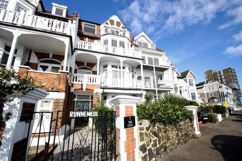 2 Bedrooms Flat for rent in The Leas, Westcliff-On-Sea