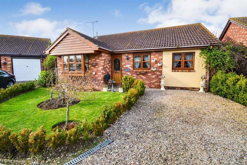 2 Bedrooms Bungalow for sale in The Plovers, St Lawrence